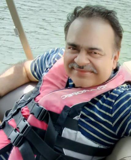 Vivek Garg, Movers and Packers Services From Mumbai to Srinagar Uttarakhand
