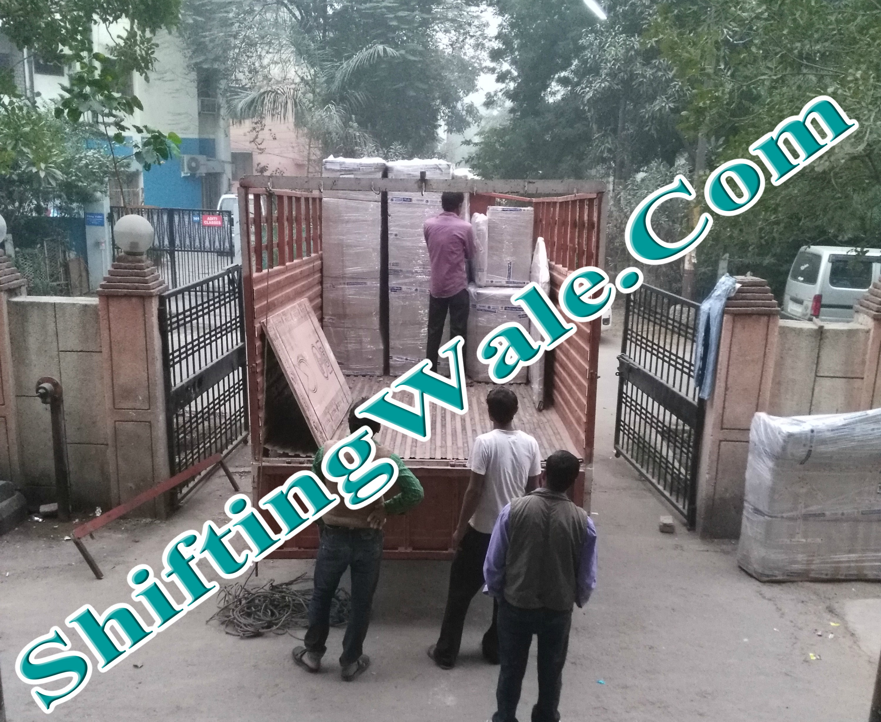 Gurgaon To Noida Trusted Packers and Movers Get Best Relocation Services